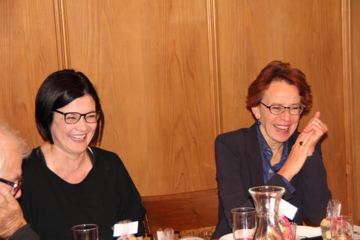 Das Foto zeigt Regierungsrätin Eva HErzog und Mentoring-Programmleiterin Nicole Bertherin.