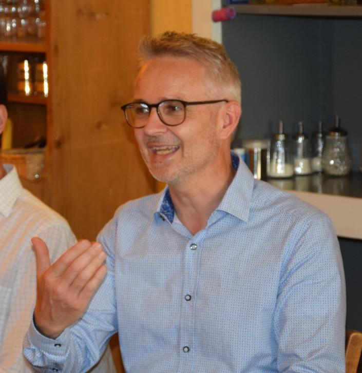 Das Foto zeigt Michael Gschwind, Psychologe und Coach FSP bei mfgschwind human Consulting.