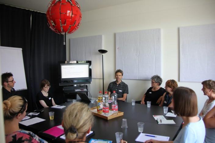 Das Foto zeigt die Teilnehmerinnen und Teilnehmer am iPunkt-Treff