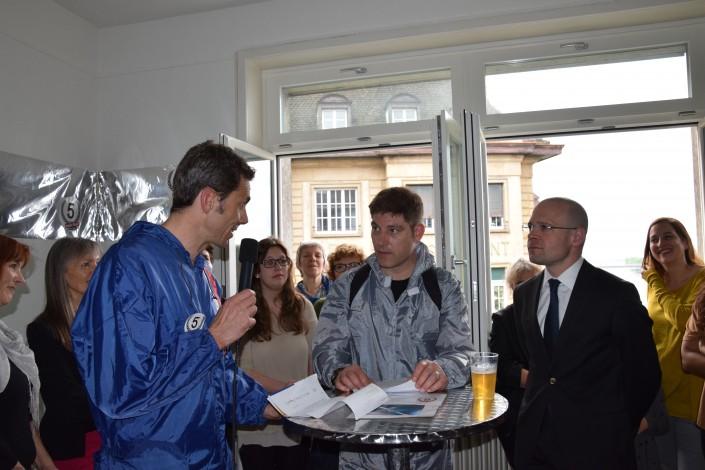 Das Foto zeigt Pascal Güntensperger von Impulse im Talk mit Schauspieler David Bröckelmann und dem Basler Regierungsrat Baschi Dürr.